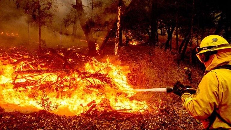 Τρεις νεκροί από τις πυρκαγιές που κατακαίουν τη βόρεια Καλιφόρνια