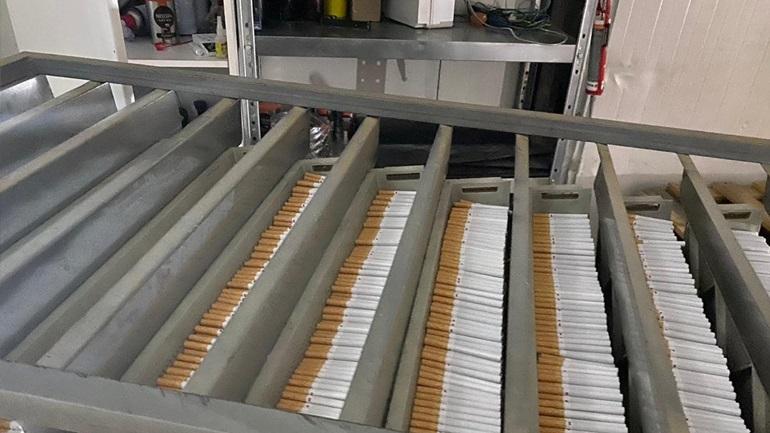 Παράνομα εργοστάσια παρασκευής τσιγάρων ανακάλυψε η ΕΛΑΣ - 22 συλλήψεις