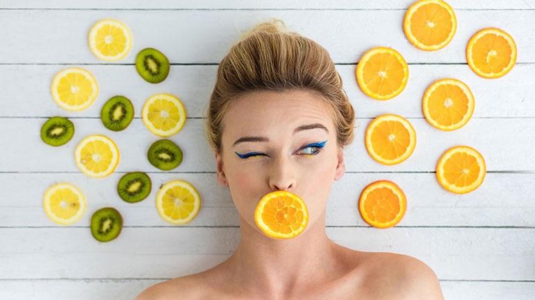 Βιταμίνη C: Τα θαυματουργά οφέλη της και σε ποιες τροφές τη βρίσκουμε