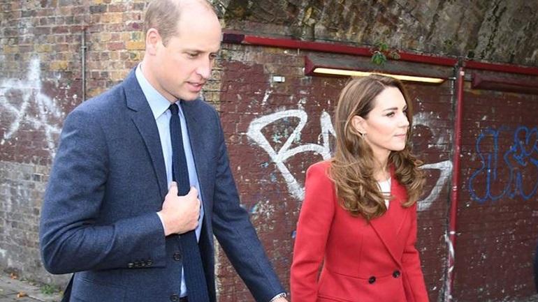 H Kate Middleton σε μία νέα stylish εμφάνιση με κόκκινο παλτό!