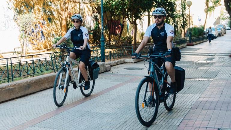 Ποδηλάτες, δημοτικοί αστυνομικοί στην Αθήνα
