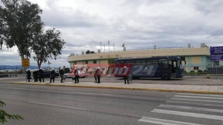 Πάτρα: Επίθεση αγνώστων σε δημοσιογράφο και εικονολήπτη που κάλυπταν πορεία αντιεξουσιαστών