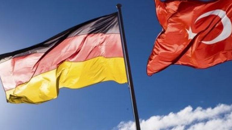 Το Βερολίνο επαναφέρει τους ταξιδιωτικούς περιορισμούς για την Τουρκία λόγω Covid-19