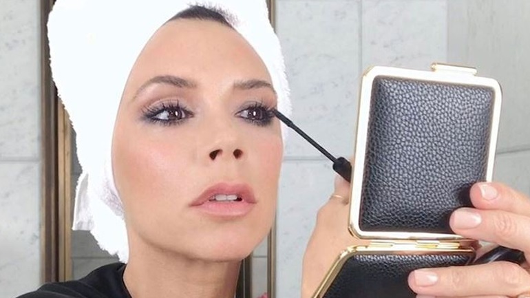 Μake-up tutorial για smokey eyes από τη Victoria Beckham