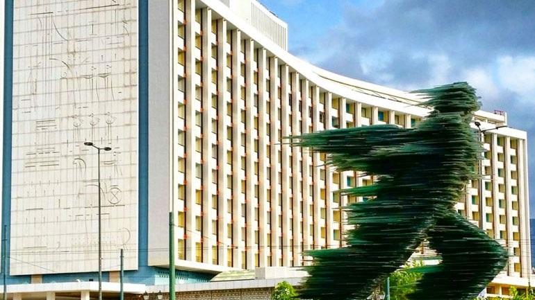 """Φωτογραφική διάταξη """"μποναμάς"""" για τους νέους ιδιοκτήτες του Hilton"""