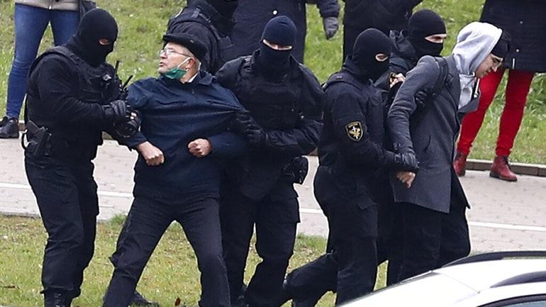 Εκατοντάδες προσαγωγές και 146 συλλήψεις διαδηλωτών στο Μινσκ