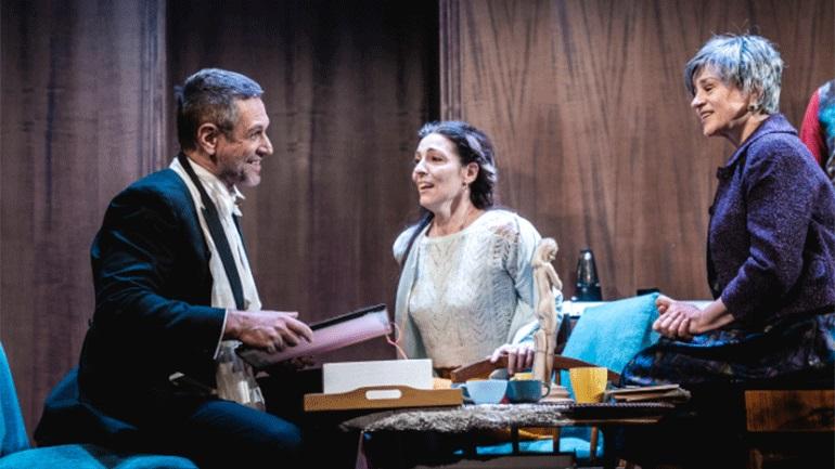 Το Θέατρο Προσκήνιο στο διαδίκτυο: Αυλαία με τις «Τρεις Αδελφές» σε σκηνοθεσία Δημήτρη Καραντζά