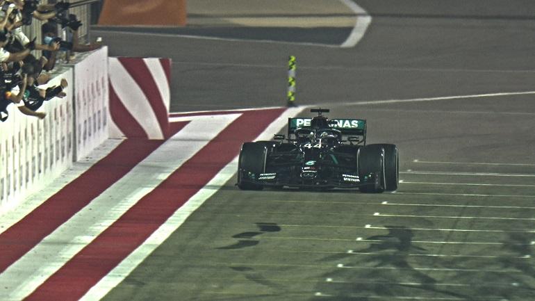 Formula 1: Νικητής στον επεισοδιακό αγώνα του Μπαχρέιν ο Hamilton
