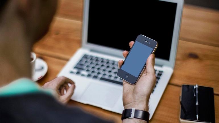 Έρευνα: 7 στους 10 Έλληνες έχουν μεγάλο πρόβλημα αν χάσουν πρόσβαση στο ίντερνετ για μία ημέρα