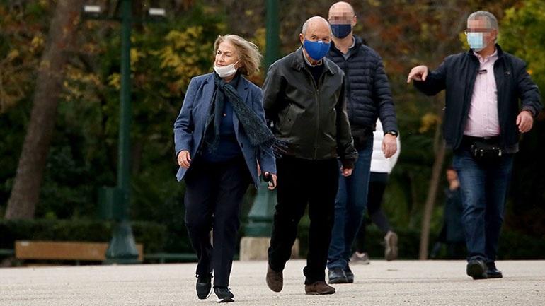 Κώστας Σημίτης: Σπάνια δημόσια εμφάνιση με τη σύζυγό του Δάφνη στο Ζάππειο