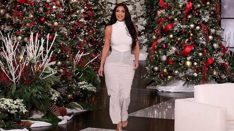 Kim Kardashian: Σφοδρή κριτική από τους θαυμαστές της για τον χριστουγεννιάτικο στολισμό στο σπίτι της!