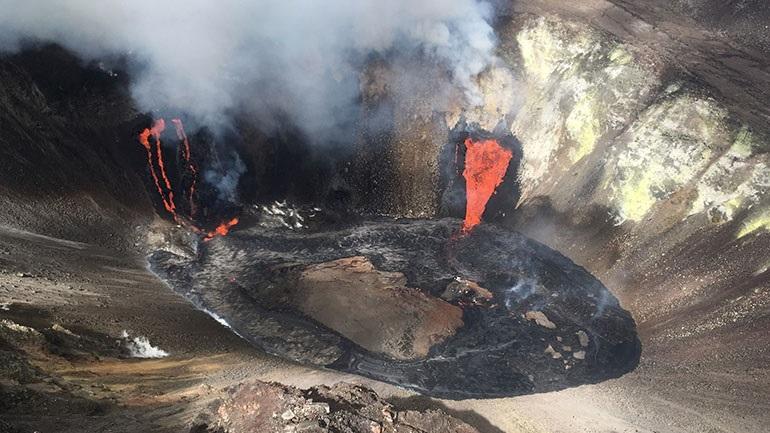 Συγκλονιστικές εικόνες από την έκρηξη του ηφαιστείου Κιλαουέα στη Χαβάη