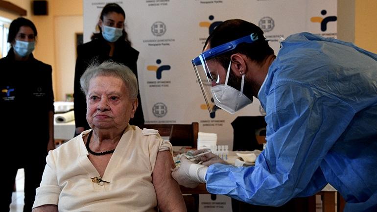 Από Δευτέρα τα SMS σε υπερήλικες για το εμβόλιο