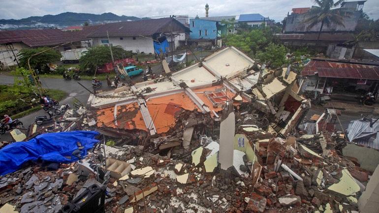 Ινδονησία: Συνεχίζονται οι έρευνες για τον εντοπισμό επιζώντων μετά τον σεισμό των 6,2 βαθμών Ρίχτερ
