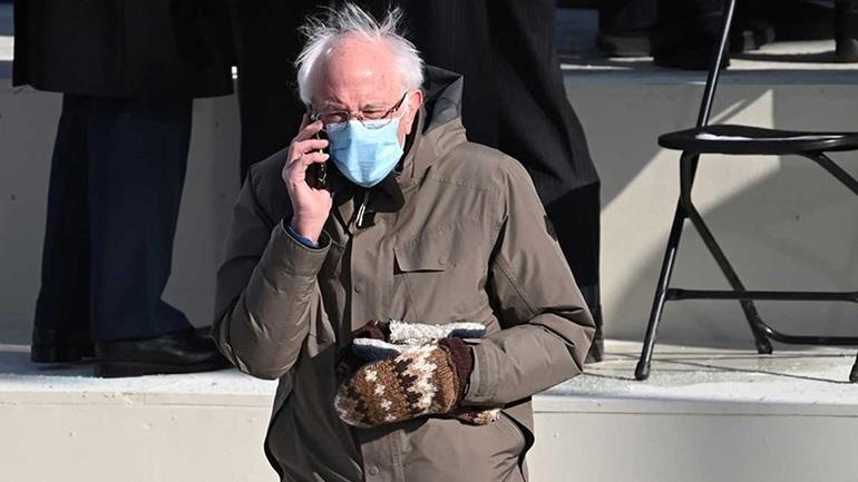 Το Twitter λάτρεψε τα μάλλινα γάντια του γερουσιαστή Bernie Sanders
