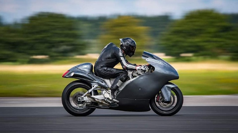 The 830 hp Suzuki Hayabusa by Guy Martin