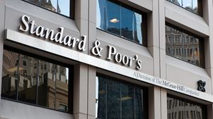 H S&P υποβάθμισε το outlook της Ε.Ε. σε αρνητικό