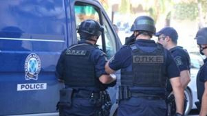 Επιτέθηκαν σε αστυνομικούς κατά τον έλεγχο σε δραπέτη φυλακών