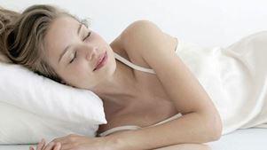 Πώς επηρεάζει ο ύπνος τη γυναικεία ερωτική διάθεση