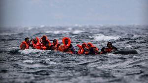 Έβαλαν τους πρόσφυγες να ζητούν άσυλο μέσω Skype