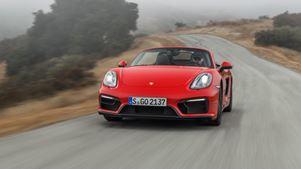 Μία 79χρονη βγήκε να οδηγήσει την Porsche της και την… τσάκωσαν να τρέχει με 236 χλμ/ώρα