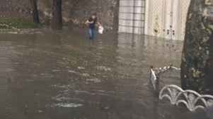 Καταιγίδα σάρωσε την Κωνσταντινούπολη – Πλημμύρισαν οι δρόμοι