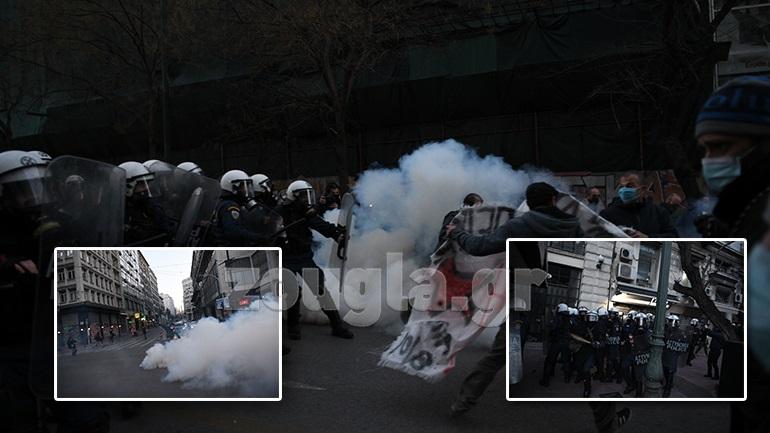 Επεισόδια στο κέντρο της Αθήνας με δακρυγόνα και προσαγωγές σε συγκέντρωση για τον Δ. Κουφοντίνα