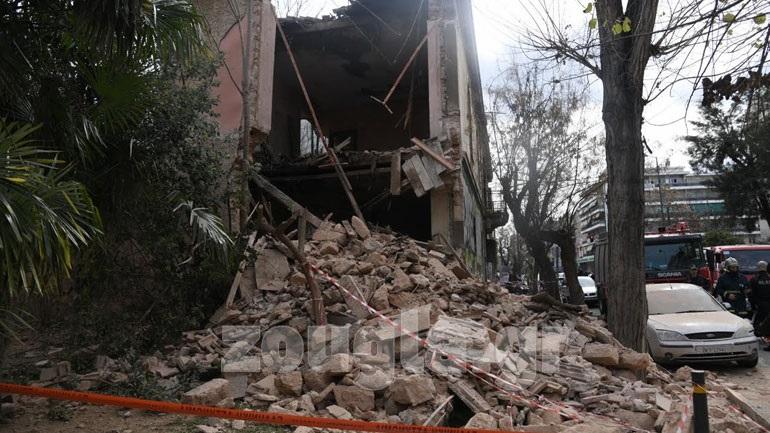Κατέρρευσε μέρος κτηρίου στην Πατησίων