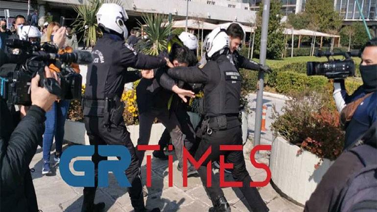 ΑΠΘ: Επεισόδια μεταξύ φοιτητών και αστυνομίας