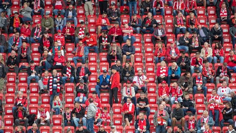 Αγγλία: Πιθανή η επιστροφή φιλάθλων στα γήπεδα από τις 17 Μαΐου