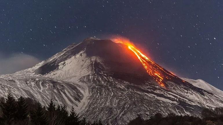 Ισημερινός: Νέφη τέφρας που εκλύεται από το ηφαίστειο Σανγκάι πλήττουν πέντε επαρχίες