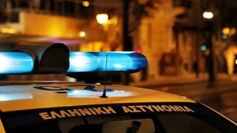 Επίθεση με πέτρες και ξύλα σε περιπολικό στο Φάληρο