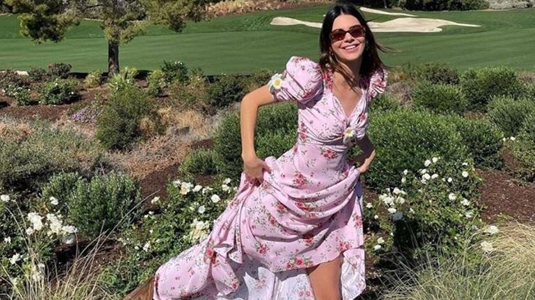 Το floral φόρεμα της Kendall Jenner είναι ότι πιο ανοιξιάτικο έχουμε δει σήμερα