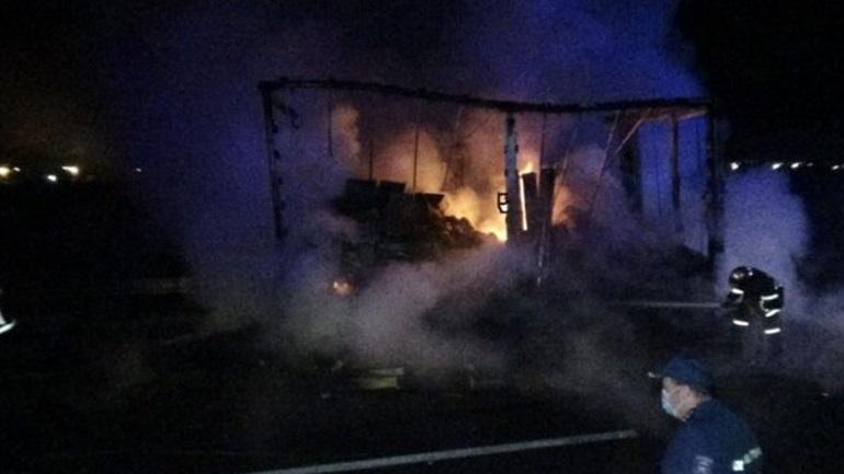 Στις φλόγες φορτηγό στην Εγνατία Οδό