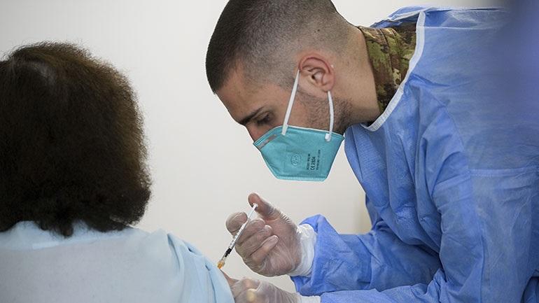 Covid-19: Ρεκόρ εμβολιασμών στην Ιταλία το τελευταίο εικοσιτετράωρο