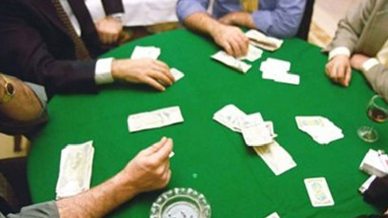 Επιχείρηση της ΔΙΜΕΑ στην πλατεία Βάθης σε παράνομη χαρτοπαιχτική λέσχη