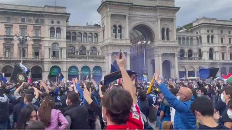 Οι οπαδοί της Ίντερ πανηγυρίζουν στους δρόμους του Μιλάνο