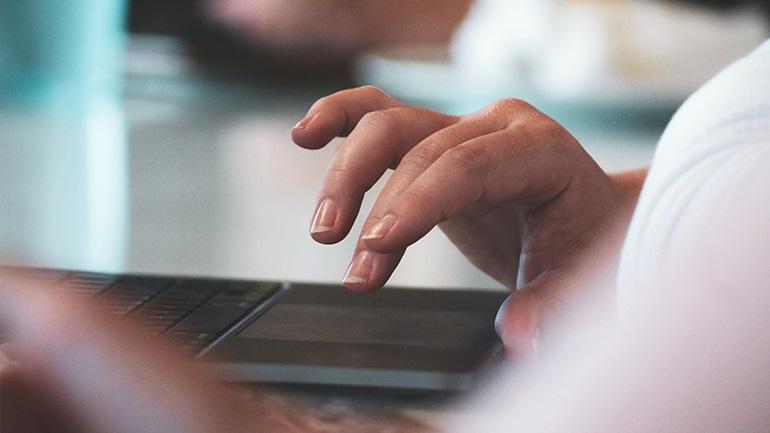 Το 96% των Ελλήνων 13-76 ετών χρησιμοποιεί το internet
