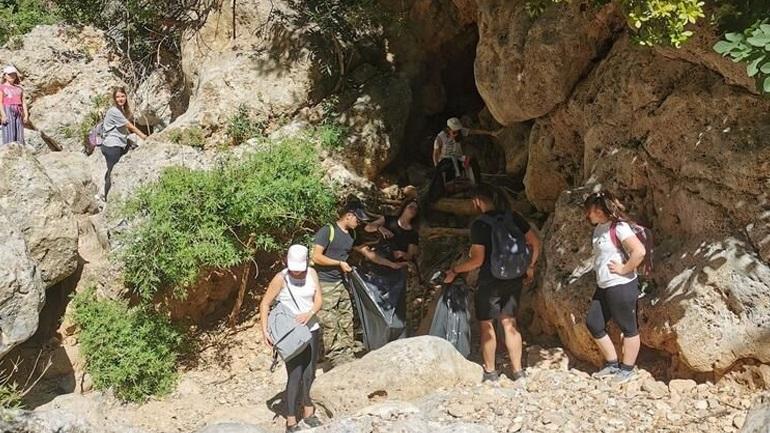 Δεκάδες εθελοντές καθάρισαν το Φαράγγι Δικτάμου