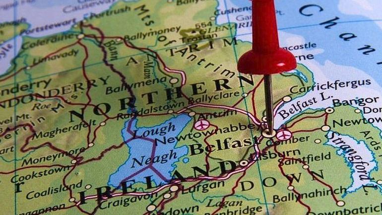 Βρετανία-Βόρεια Ιρλανδία: Συμφωνία για τη διατήρηση της από κοινού διακυβέρνησης στο Μπέλφαστ