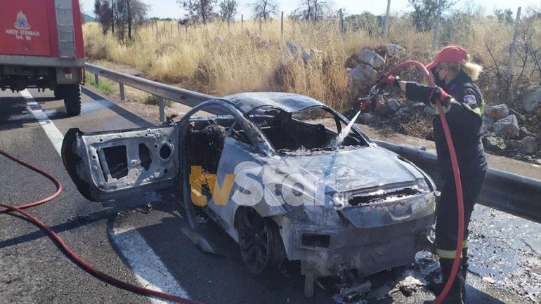 Φθιώτιδα: Αυτοκίνητο τυλίχθηκε στις φλόγες στην Εθνική Οδό – Κάηκε ολοσχερώς