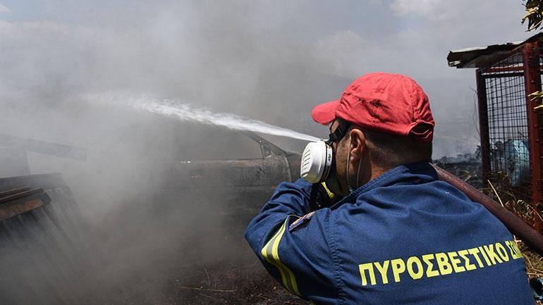 Φωτιά στις Γούβες Ηρακλείου – Επιχειρούν 25 πυροσβέστες