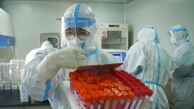 Η BioNTech ετοιμάζει γρήγορη αντίδραση σε τυχόν νέες μεταλλάξεις του Covid-19