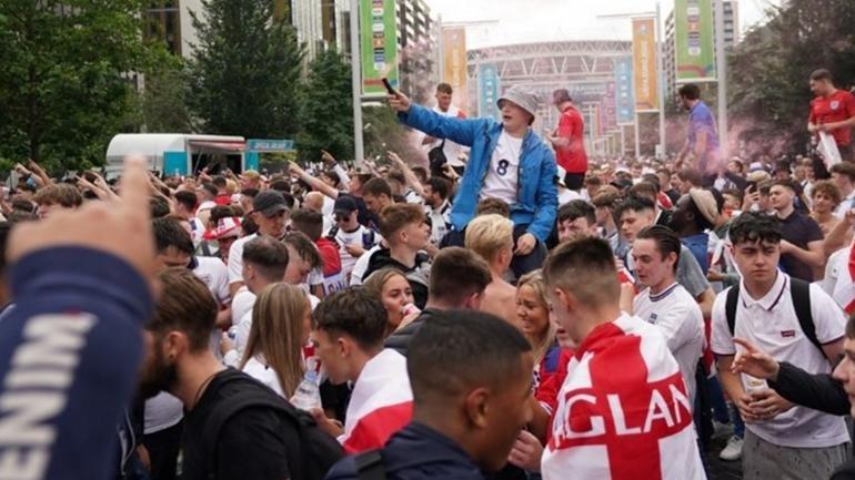 Αγγλική τρέλα στο Λονδίνο για τον τελικό του Euro!