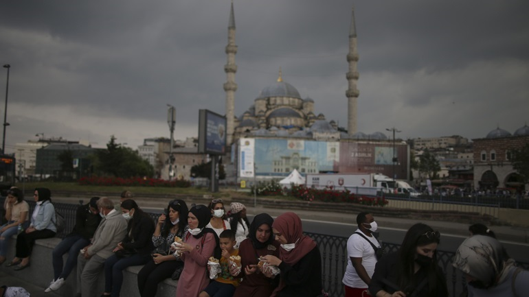 Τουρκία: Σχεδόν διπλάσιος αριθμός ημερήσιων περιστατικών Covid συγκριτικά με το χαμηλό στις αρχές Ιουλίου