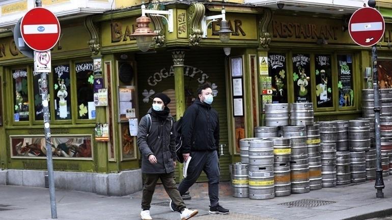 Το Δουβλίνο θα περιμένει μερικές εβδομάδες πριν προχωρήσει σε περαιτέρω άνοιγμα της οικονομίας