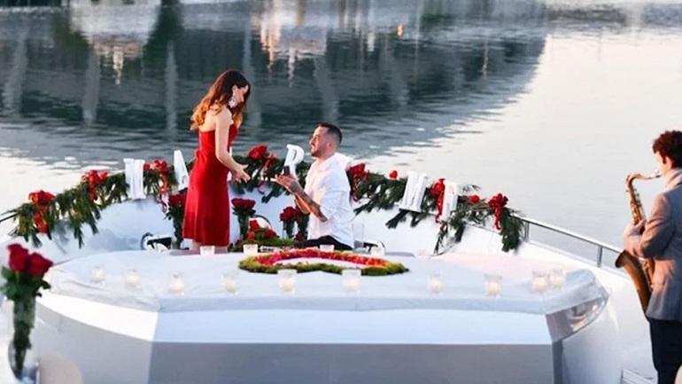 Ο Άρης Σοϊλέδης δημοσίευσε φωτογραφίες από τη ρομαντική πρόταση γάμου στη Μαρία Αντωνά