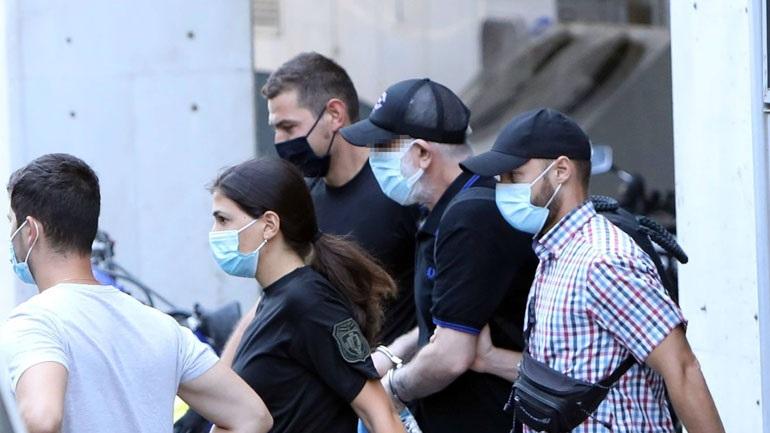 Με χειροπέδες ο Φιλιππίδης oδηγείται στις φυλακές Τρίπολης