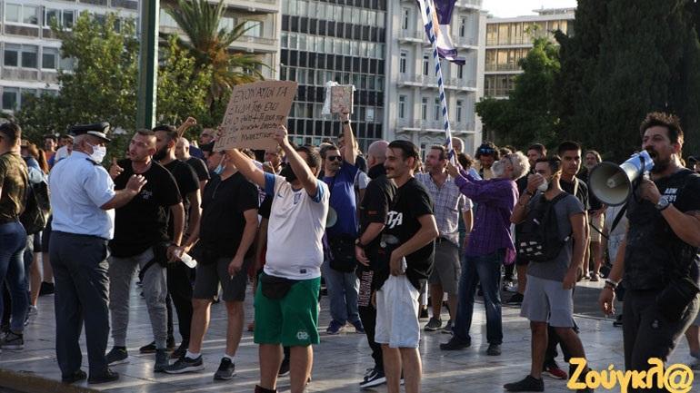 Συγκέντρωση κατά του υποχρεωτικού εμβολιασμού στο κέντρο της Αθήνας