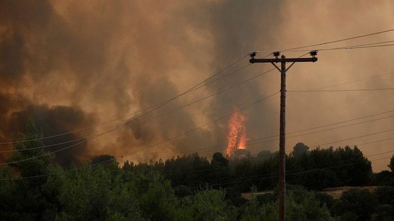 Επικίνδυνη φωτιά στη Λίμνη Ευβοίας - Εκκενώνονται οικισμοί(ΦΩΤΟ)